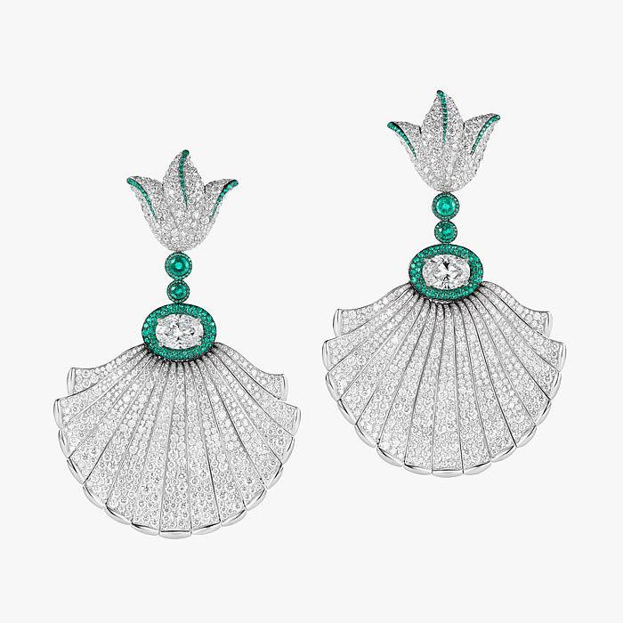 Бриллианты и изумруды в серьгах от de Grisogono