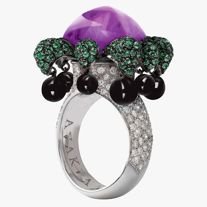 Кольцо Joker от Avakian с аметистом, цаворитами, бриллиллиантам и ониксом
