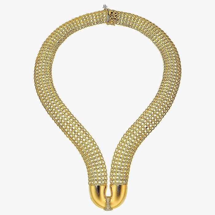 Колье, выполненное из большого количества золотых звеньев