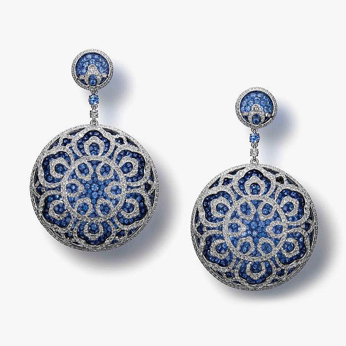 Серьги с голубыми сапфирами и бриллиантами от Carnet