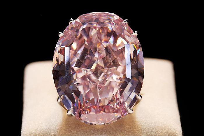 ФОТО 1. ALT: Бриллиант Pink Star весом 56 карат