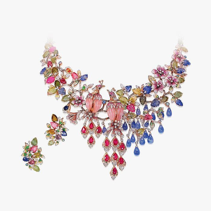 Колье и серьги с бриллиантами и разноцветными драгоценными камнями от Blue River