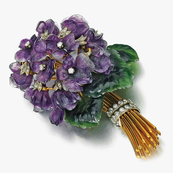 Брошь в виде букета цветов из аметистов, бриллиантов и нефрита