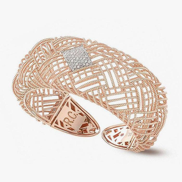 Браслет-кафф из золота с бриллиантами от Roberto Coin