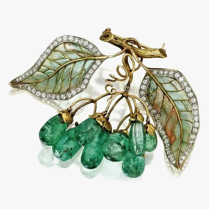 Брошь с изумрудами, бриллиантами и эмалью от Marcus & Co.