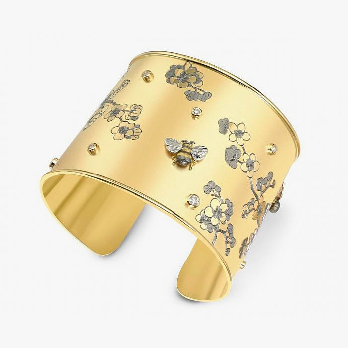 Широкий золотой браслет от Theo Fennell