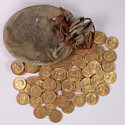 Настройщик обнаружил 913 золотых монет в старом пианино