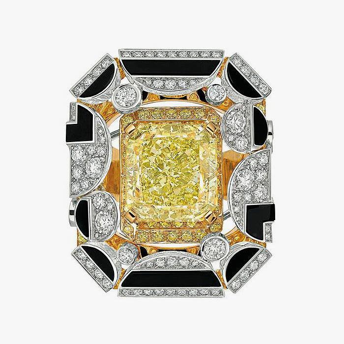 Кольцо Chanel с бриллиантами и ониксом