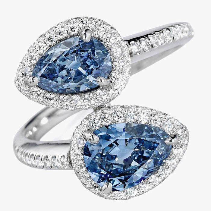 Кольцо с бриллиантами в оправе из платины