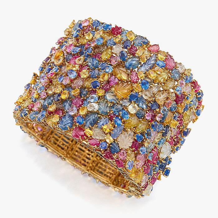 Широкий браслет с разноцветными сапфирами от Tony Duquette