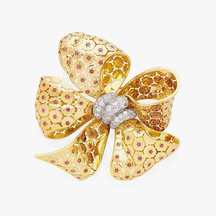 Золотая брошь с рубинами и бриллиантами от Van Cleef & Arpels