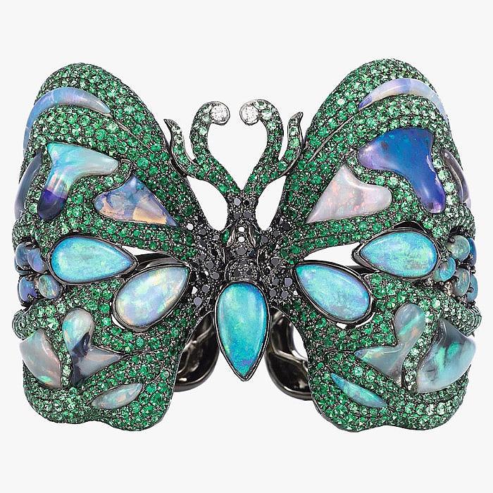 Браслет-бабочка с цаворитами и бриллиантами от Wendy Yue