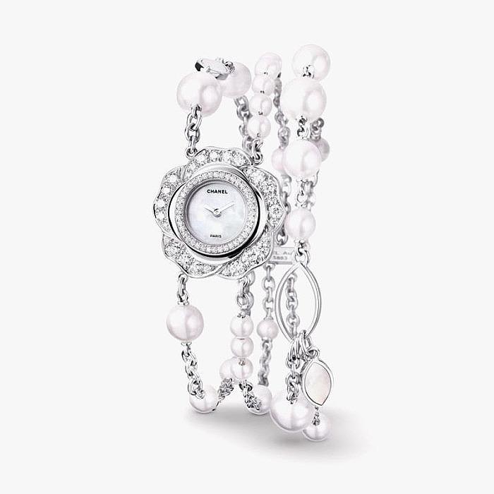 Часы Chanel в форме цветка камелии