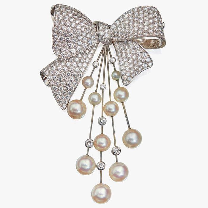 Культивированный жемчуг и бриллианты в броши от Van Cleef & Arpels