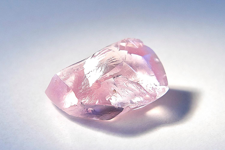 Неповторимый розовый алмаз найден в Российской Федерации