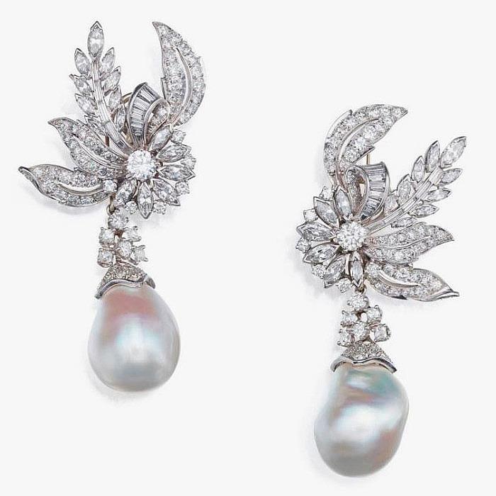 Пара бриллиантовых клипс с жемчужными подвесками