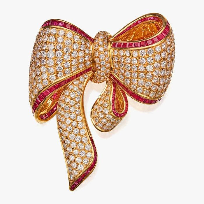 Золотая брошь с рубинами и бриллиантами