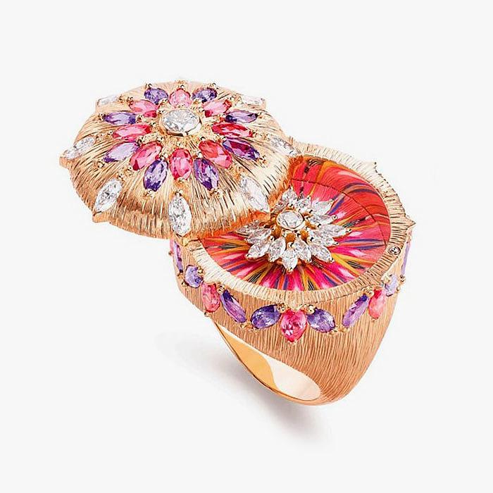 Кольцо Piaget с бриллиантами, фиолетовыми сапфирами и красной шпинелью
