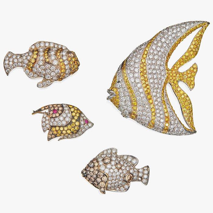 Четыре яркие броши-рыбки с бриллиантами и рубинами