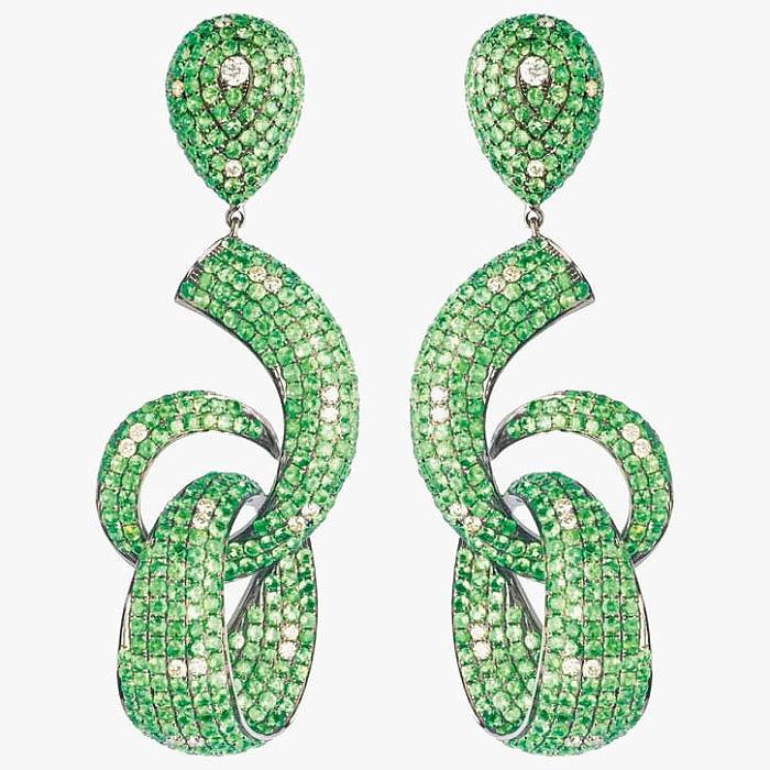 Яркие серьги от Goldesign с цаворитами и бриллиантами