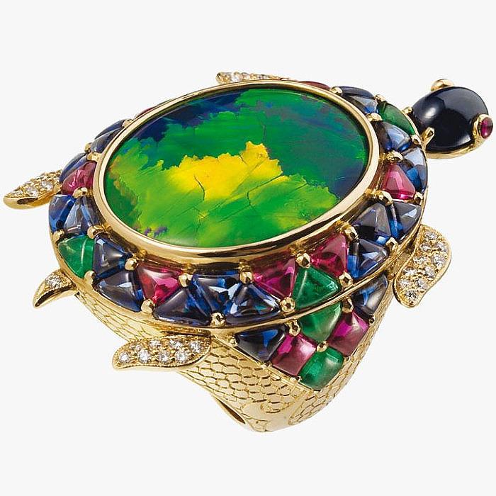 Кольцо-черепаха с бриллиантами, рубинами, сапфирами, ониксом и опалом от Lydia Courteille