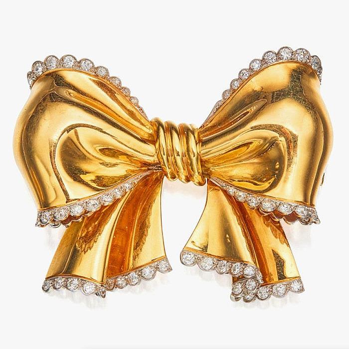 Брошь-бант из золота и платины с бриллиантами от Van Cleef & Arpels