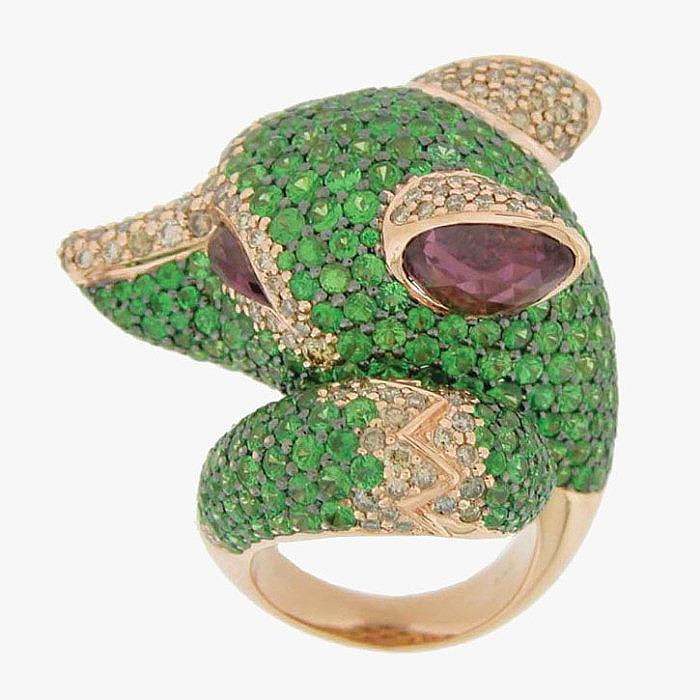 Цавориты, рубеллиты и бриллианты в кольце в форме головы волка от Zorab