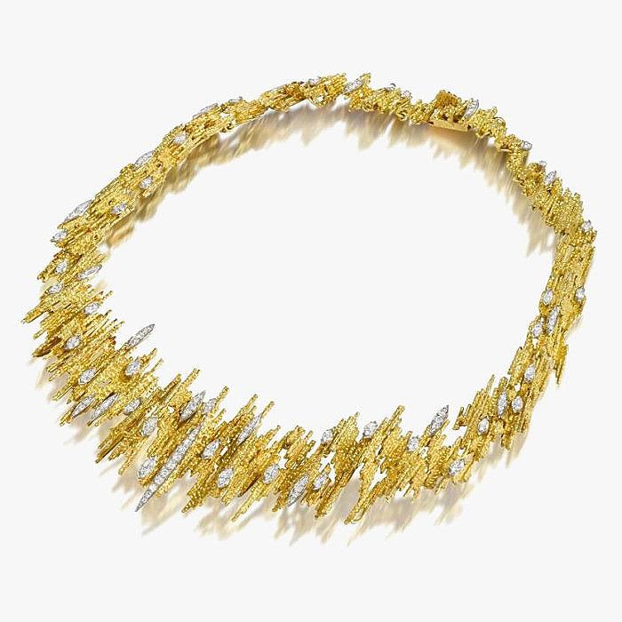 Золотое колье с бриллиантовыми акцентами от Andrew Grima
