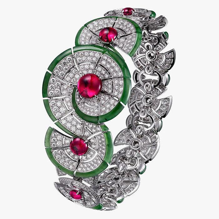 Бриллианты, рубины, нефрит в браслете от Cartier Royal