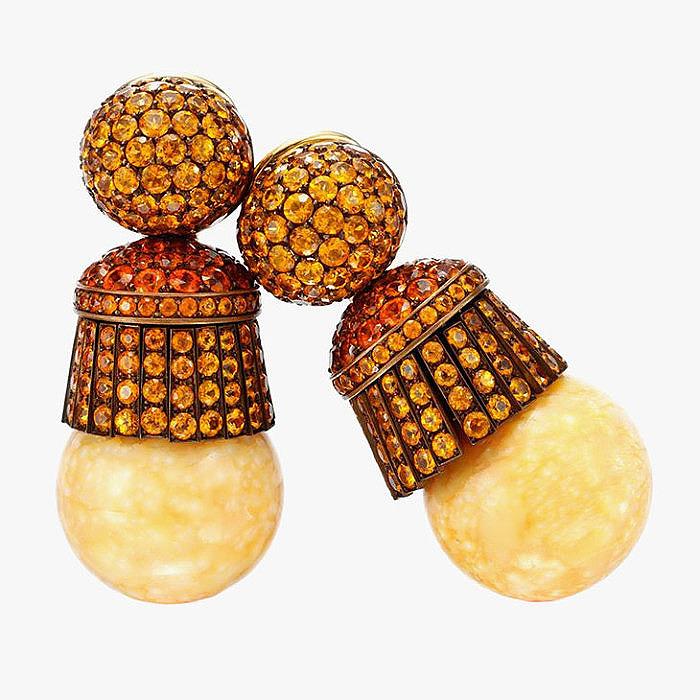 Серьги Hemmerle с гранатовым паве и жемчужинами мело