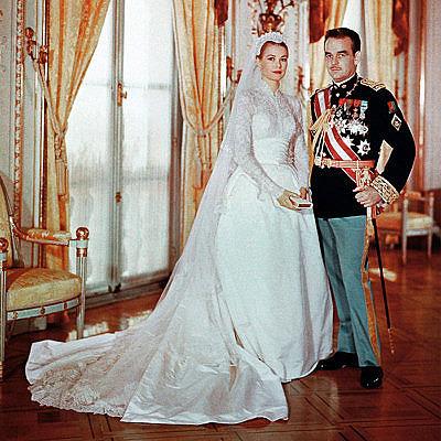 Грейс Келли в свадебном платье с длинными рукавами
