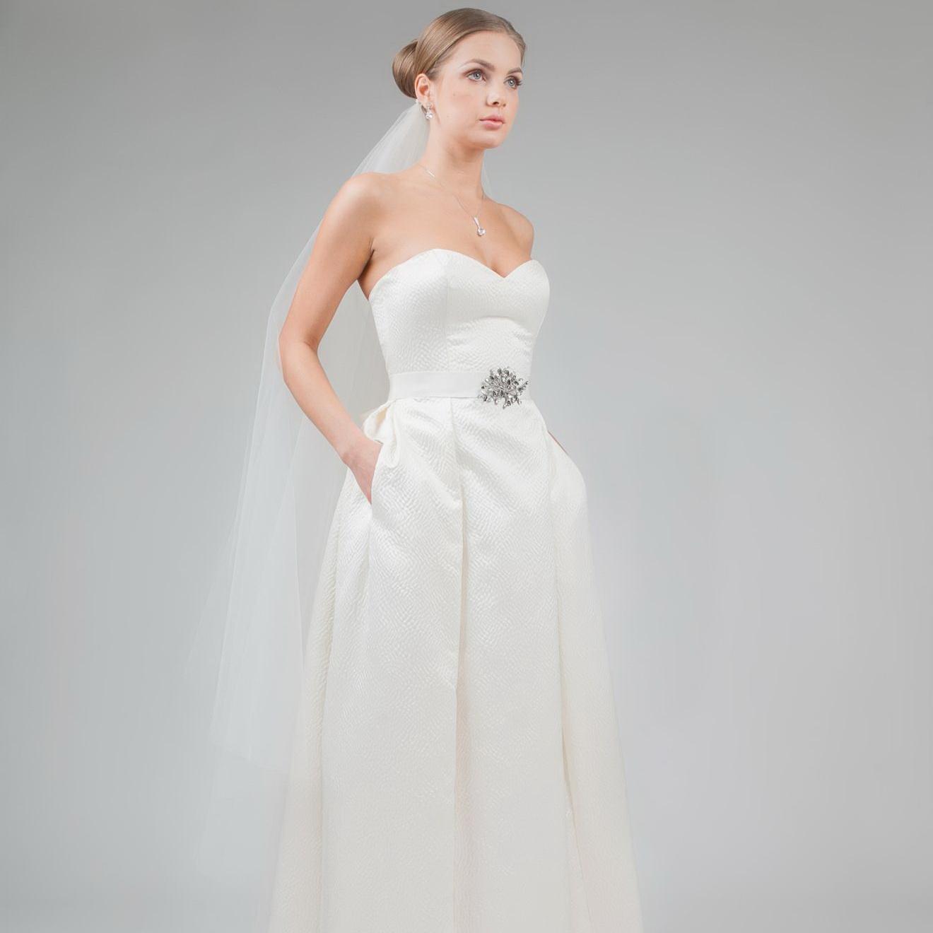 a51d890b0ea Свадебное платье из жаккарда. Фото  ldweddingculture.com