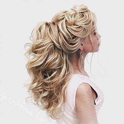 Свадебная прическа с длинными волосами, собранными сзади