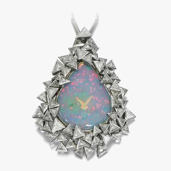 Кулон-часы About Time от Grima с опалом и бриллиантами