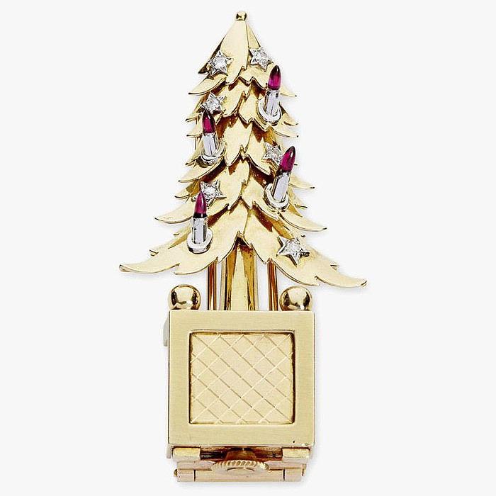 Брошь-часы с рубинами и бриллиантами в виде рождественской елки от Mauboussin