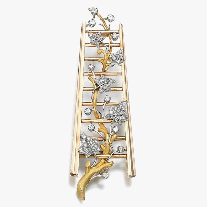 Брошь в форме золотой лестницы, увитой плющём с листьями от Cazzaniga
