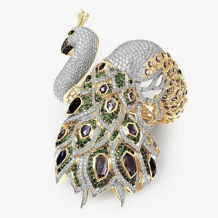 Браслет с иолитами, цаворитами и бриллиантами от Farah Khan