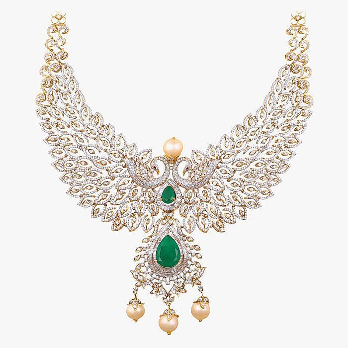 Колье от AVR Swarna Mahal с бриллиантами и изумрудами