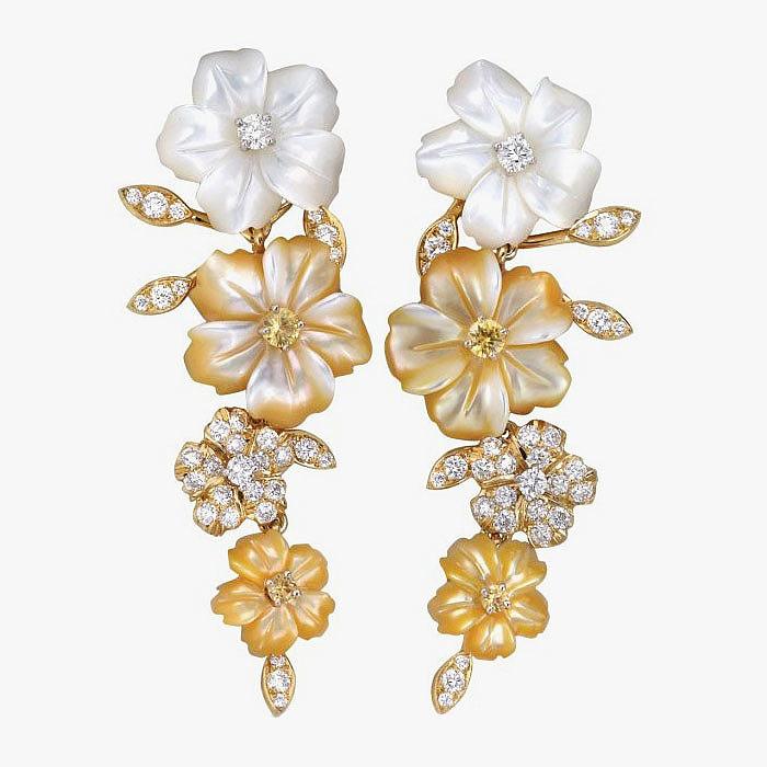 Нежные цветы из резного перламутра с бриллиантами и сапфирами от Padani