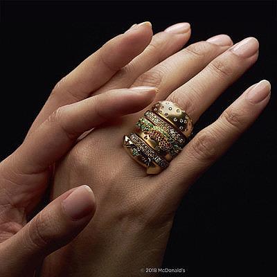 Единственный в мире Биг Мак из золота и бриллиантов
