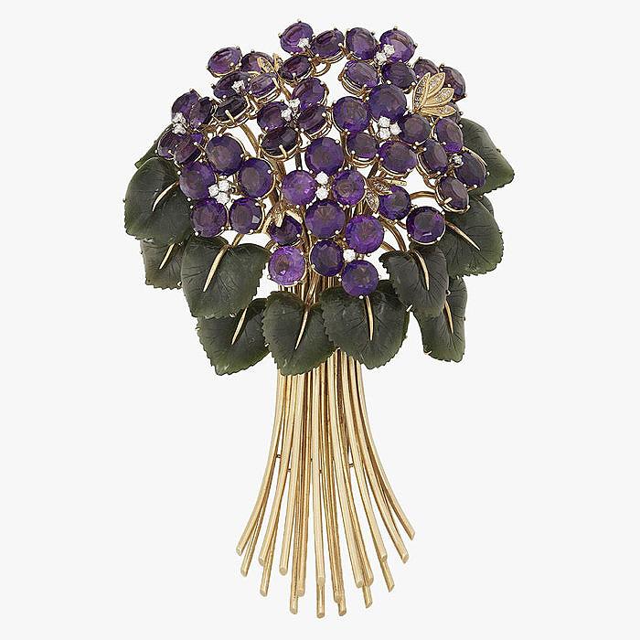 Брошь-букет с цветами из аметистов, бриллиантами и нефритом