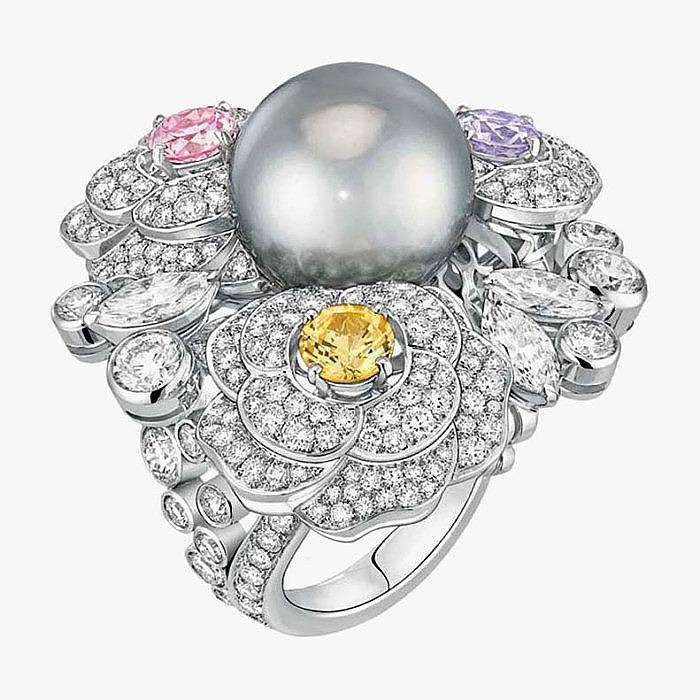 Кольцо Perles de Chanel с таитянской жемчужиной, бриллиантами и сапфирами