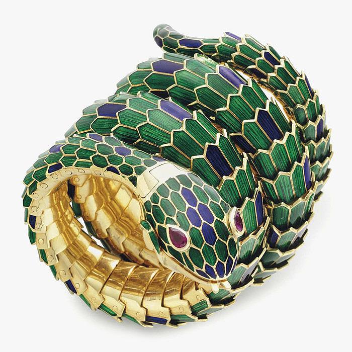 Рубины и эмаль в браслете от Gucci