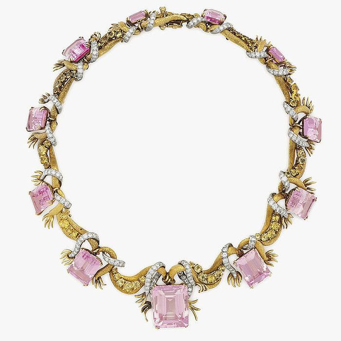 Золотое колье с кунцитами и бриллиантами от Mary Kruming Douglas