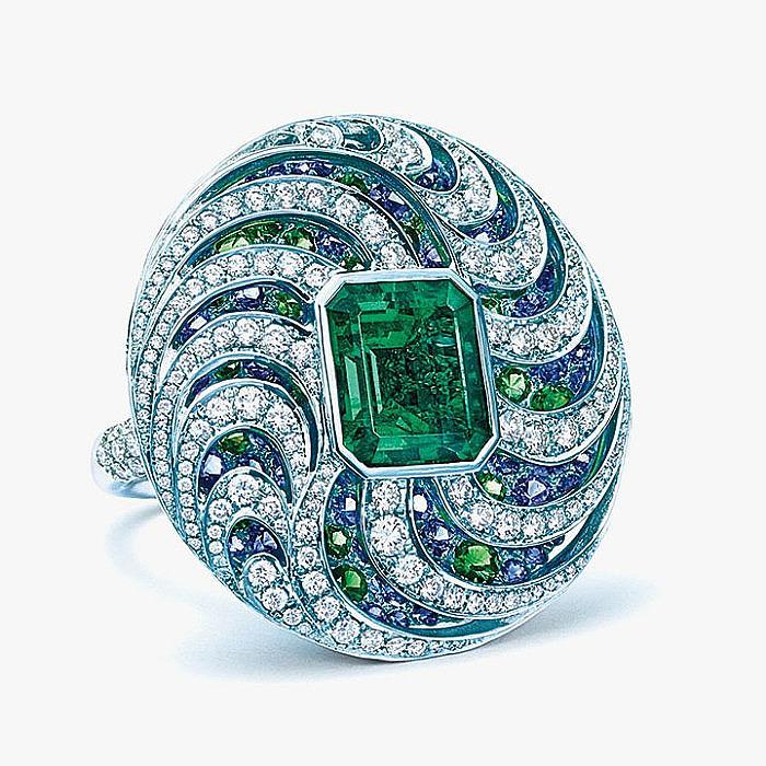 Кольцо Tiffany & Co. с изумрудом, сапфирами, цаворитами и бриллиантами