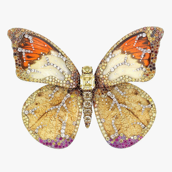 Брошь-бабочка Wallace Chan с бриллиантами и резным горным хрусталем