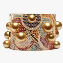 Золотой жемчуг и разноцветные драгоценные камни в браслете от Jewelmer