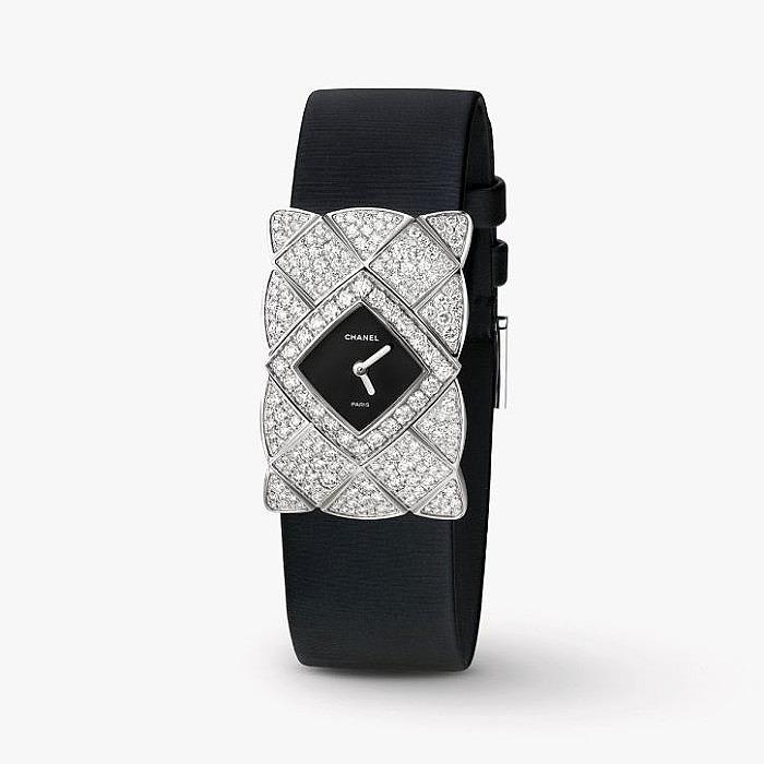 Ювелирные часы Coco Crush из золота с бриллиантами от Chanel
