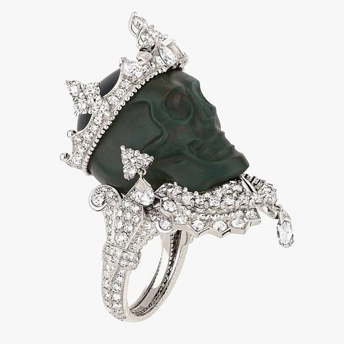 Эпатажное кольцо Dior вырезанной в форме черепа