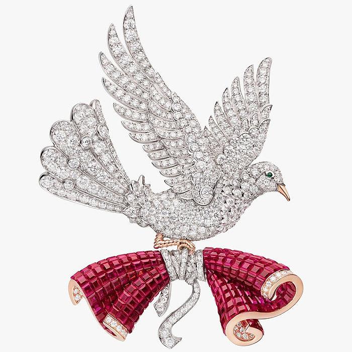 Бриллиантовая брошь из коллекции Le Secret от Van Cleef & Arpels